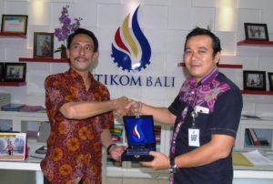 Yan Everhard (Budi Luhur Jakarta) dan Adi Purwantara (STIKOM Bali)