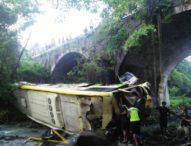 Bus Pahala Kencana Terjun ke Sungai, Sopir Cadangan Tewas,Dua Luka Berat