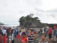 Libur  Lebaran, Tanah Lot Diserbu Ribuan Wisatawan