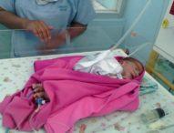 Bayi Ini Dilahirkan dengan Usus Terburai di Luar
