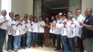 Gubernur Frans Lebu Raya dan istri bersama atlit Bali asal NTT