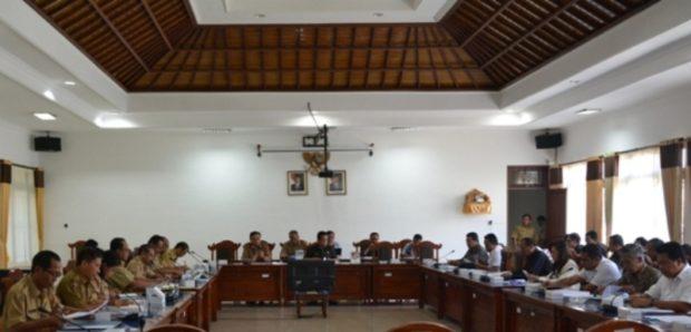 Bansos Tidak Kunjung Cair,  Rapat Banggar Diwarnai Aksi WO Anggota Dewan