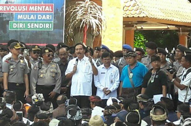 Supir Taksi Demo, Minta Gubernur Larang Taksi Online