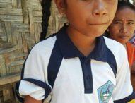 Gadis Tangan Puntung Ini Mengayuh Rakit Mencari Kayu Bakar dan Mengayuh Sepeda ke Sekolah Sejauh 5 Km