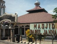 Umat Tujuh Masjid Sholat Ied di Lapangan Polres Lembata