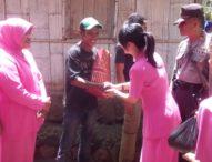 Bhayangkari Flotim Bantu 10 KK Miskin di Boru