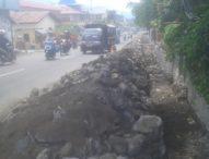 Tumpukan Material Proyek di Jalan Kelimutu Ganggu Aktivitas Lalu Lintas