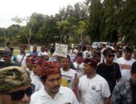 Supir taxi Online Demo Protes SK Gubernur