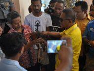 """Hari Pahlawan, Simpatisan Jonas Salean Beri """"Kado""""  Telur Busuk ke Panwaslu Kota Kupang"""