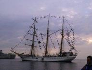 KRI Dewa Ruci Berlabuh di Teluk Lewoleba Selama Harnus