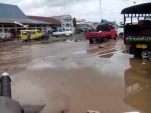 Genangan air di pelabuhan Larantuka