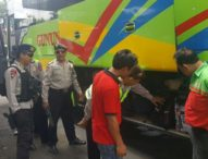 Antisipasi Teror Bom, Penumpang Bus Di-Sweeping