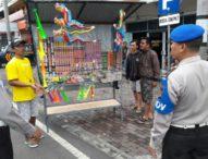 Jelang Pergantian Tahun-Polisi dan Satpol PP Tertibkan Pedagang Petasan