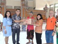 Mantan Mahasiswa Fakultas Ekonomi Unud Sumbang Panti Sosial dan Jero Mangku