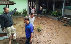 SDN 4 Pancasari yang terendam lumpur