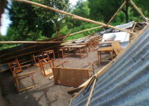 Ruang kelas SMPN 2 Reroroja berantakan diterjang angin