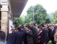 Para CamatHarus Menetap di Ibu Kota Kecamatan  – Pejabat Flotim Berdesakan Cek Jabatan
