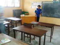 SDK Wolomude Memprihatinkan – Satu Meja Untuk Empat Murid