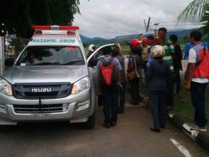 Ambulance mengantar jenazah Maria Yulian Reku ke Ende