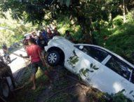Slip, Mobil Xenia Terjun Bebas ke Sungai