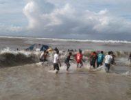 Perahu Nelayan Tenggelam Dihantam Gelombang, Bagaimana Nasib Para Penumpang?