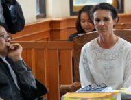 Sambil Menangis, Sarah Minta Maaf Kepada Keluarga Korban