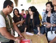 Ny. Selly Berbagi Kasih, Bantu Sembako Kepada ODS dan RTM