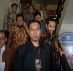 Pasca Diperiksa Sebagai Tersangka: Munarman Ajukan Praperadilan & Judicial Review UU ITE