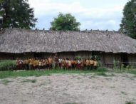 Wajah-wajah Ceria Siswa SD Bersekolah di Gedung Reyot