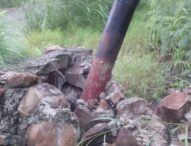 Di Solor, Tiang Listrik Nyaris Rubuh, JTPBaru Ritaebang Terancam Patah
