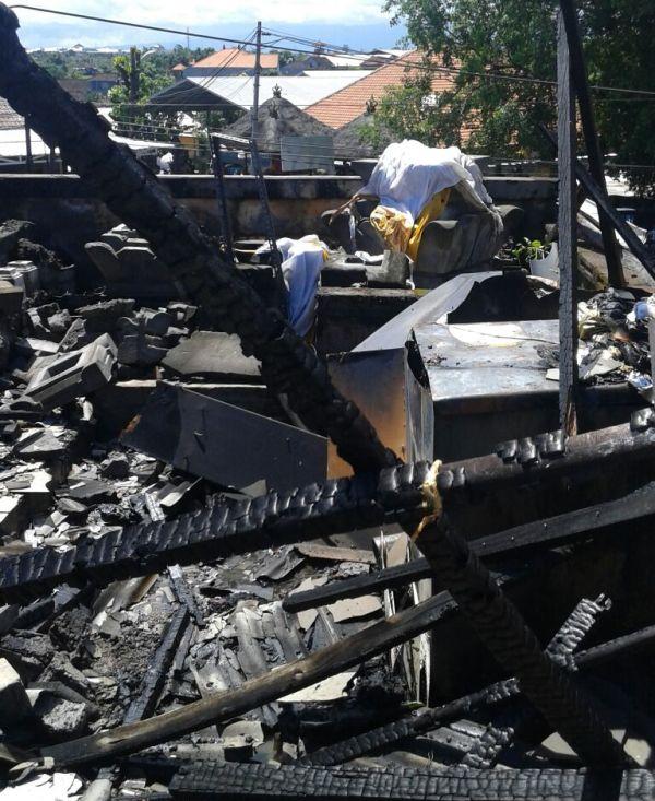 Toko Buah di Pasar Batukandik Hangus Terbakar