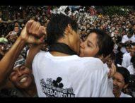 Yuk…, Nonton Cium-Ciuman Basah di Sesetan