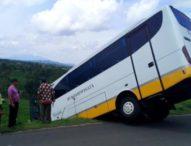 Angkut Wisatawan Eropa, Bus Pariwisata Nyaris Masuk Sawah di Jatiluwih