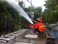 Api Pembakaran Sampah, Hanguskan Atap Halycon Villa