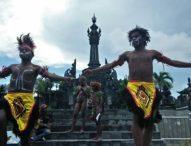 """Kenang 33 Tahun Kematian Arnold Clemens Ap, Aliansi Mahasiswa Bali Persembahkan """"MAMBESAK"""""""