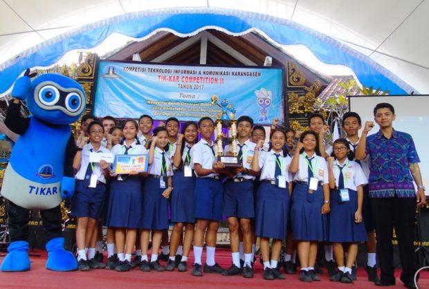 SMPN 2 Amlapura Raih Juara Umum Kompetisi TIK Kar 2