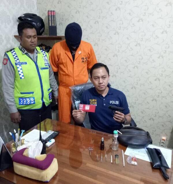 Tangkap Pengedar, Polisi Sita Dua Paket Sabu dan Air Softgun, Untuk Apa?
