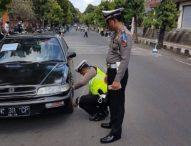 Jalan Diponogoro Target Operasi Patuh, Mobil Parkir Sembarangan Dikempesi
