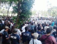 Ribuan Supir Taksi di Bali Blokir Kantor Gubernur Bali