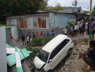 Mobil Avanza Seruduk Tempat Pangkas Rambut, 4 Luka-luka