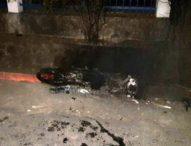 Pesta Komuni Pertama Membawa Petaka – Dua Sepeda Motor Dibakar, Polisi Salah Tangkap?