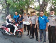 Aksi Bagi-bagi Takjil Pemuda Lintas Agama dan Anggota Polisi Kupang