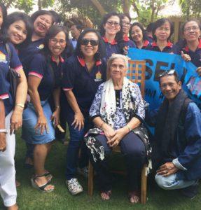 Bersama Ny. Prof. Kuna Winaya