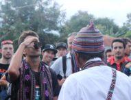 Peserta Tour de Flores Tiba di Larantuka – Selendang dan dan Arak Rekatkan Persaudaraan