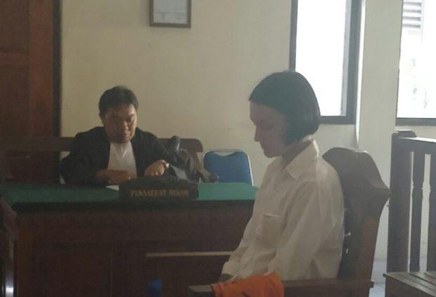 Apes.. Bule Pengidap Kanker Ini Dituntut Jaksa 3 Tahun Penjara
