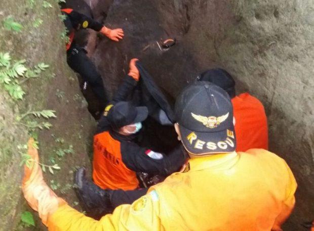 Hilang 17 Hari, Tim SAR Temukan Jenazah Nenek Kenyur di Jurang sedalam 30 meter