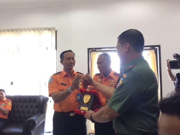 Hadiah Bagi Tim Penyelamat 4 Anggota TNI yang Sempat Hanyut di Laut Batek