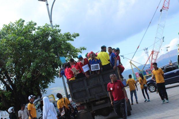 Kenalkan IKTL Waibalun, Mahasiswa Bersihkan Pasar dan Pelabuhan Larantuka