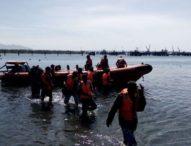 Evakuasi KM Cahaya Nirmala II Terdampar, Delapan ABK Selamat