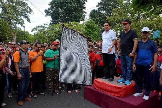 Rai Mantra Lepas Peserta Jalan Sehat Sambut HUT Ke-230 Denpasar